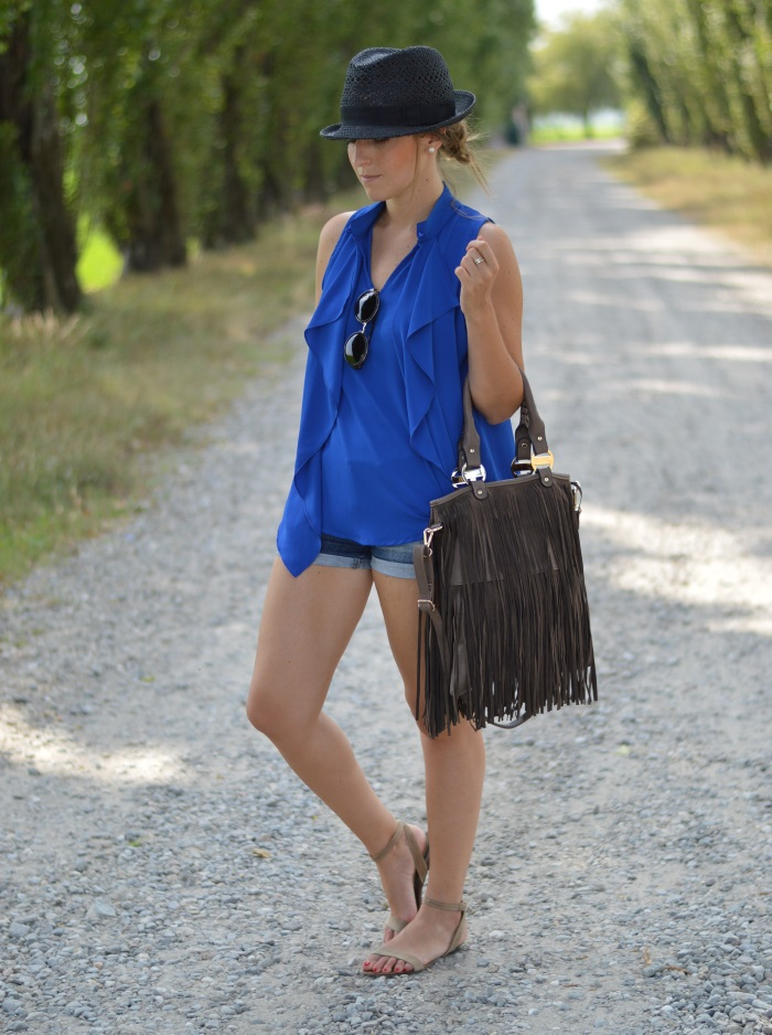 blue, wildflower girl, fashion blog, mamared bag, shorts (3)