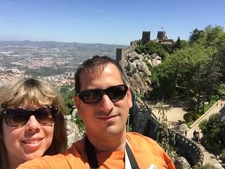 Sele y Rebeca en el Castillo de los moros de Sintra (Portugal)