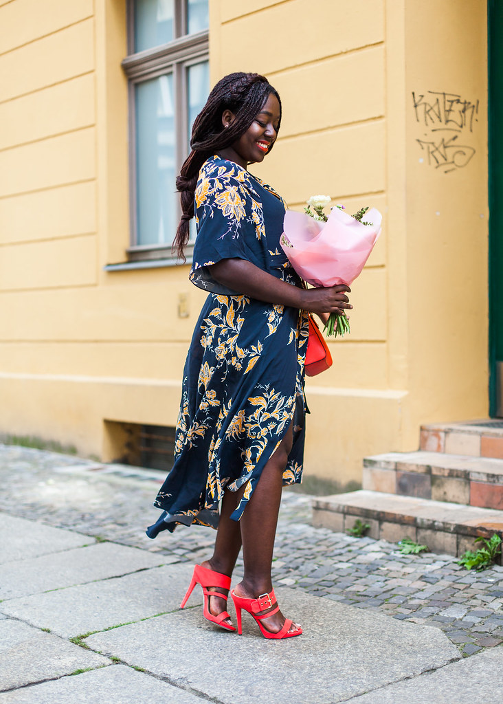 lois-floral-59  fashion week street style