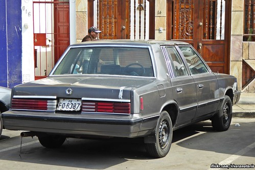 Dodge Aries - La Punta, Perú