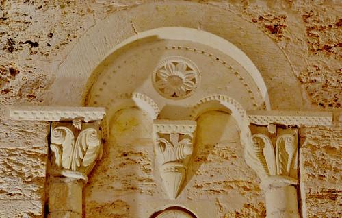 Abajas (Burgos). Iglesia de Nuestra Señora. Ábside. Ventana. Detalle