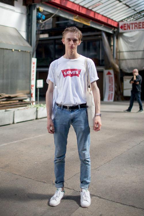 白リーバイスロゴTシャツ×ジーンズ×スタンスミス