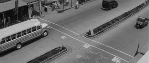 41−東武宇都宮駅前の大通りの横断歩道(二本線)