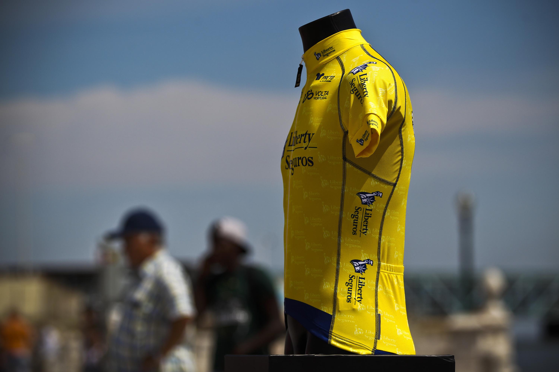 Camisola amarela. A volta do garoto.
