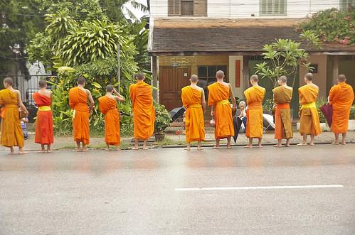 【写真】世界一周 : ルアンパバーン・市街地(托鉢)