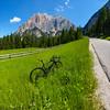 Blanke Felsen, saftige Wiesen - und ein Rennrad