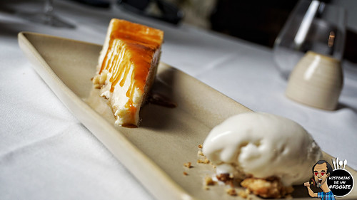 Tarta de queso manchego con tofe casero de manzana y helado de tomillo - Casa Elena