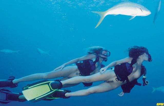 Naked Women Scuba Diving