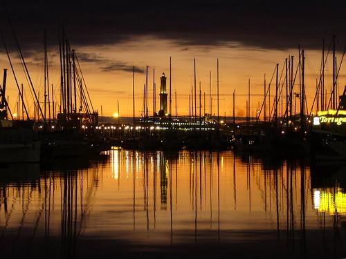 genova porto antico _ la lanterna al tramonto _ no cropped version