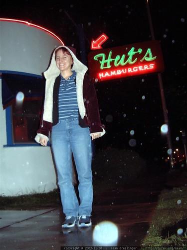 sarah paetsch at hut's hamburgers   dscf3179