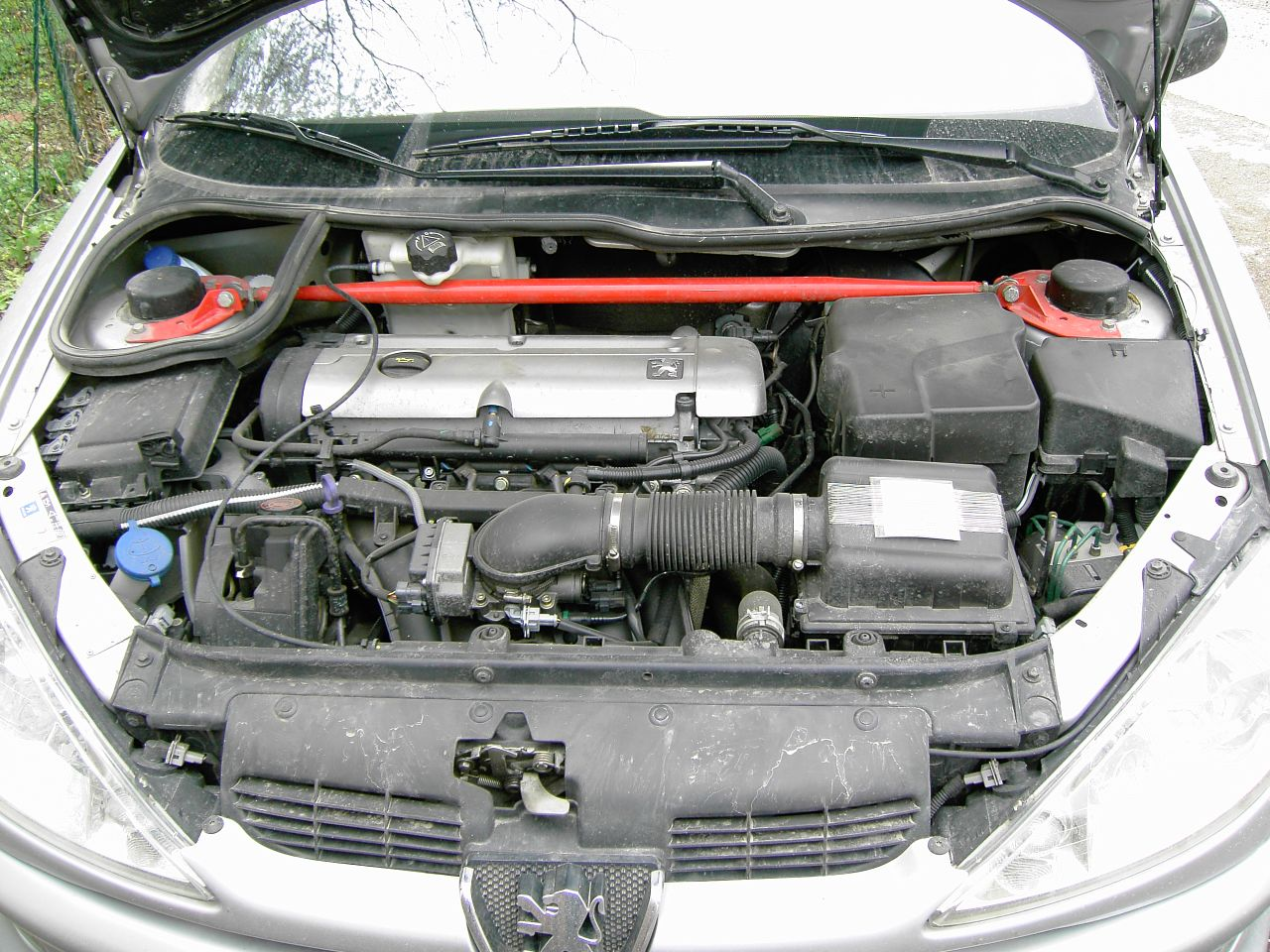 Peugeot 206 Gti engine bay with SPARCO and K&N filter ...