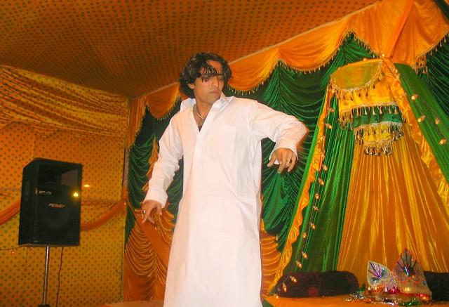 Mehndi Ceremony Dance Dailymotion : Dance for mehndi celebration a family member is dancing