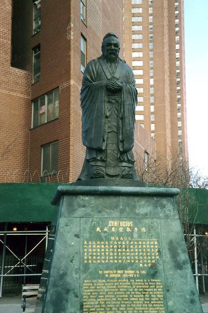 nyc chinatown confucius plaza confucius statue