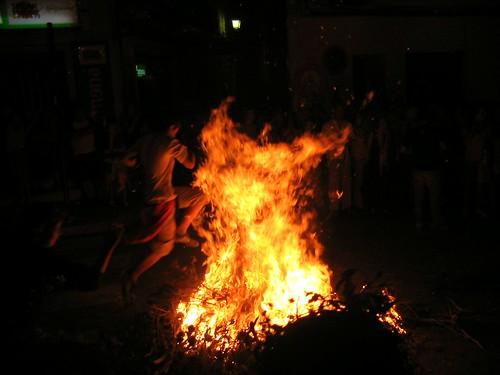 Primers valents botant el foc