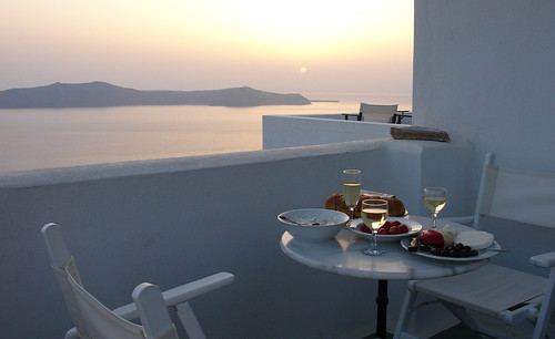 Dinner on Santorini by psalakanthos