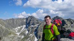Marcin na głównym wierzchołku Koœcielca, w tle Kozia Dolinka, Kozi Wierch. Widok na Zielone Stawy.