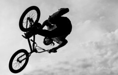 mountain bike, bicycle motocross, wheel, vehicle, bmx bike, sports, freeride, flatland bmx, cycle sport, monochrome photography, extreme sport, bmx racing, monochrome, black-and-white, black, bicycle,