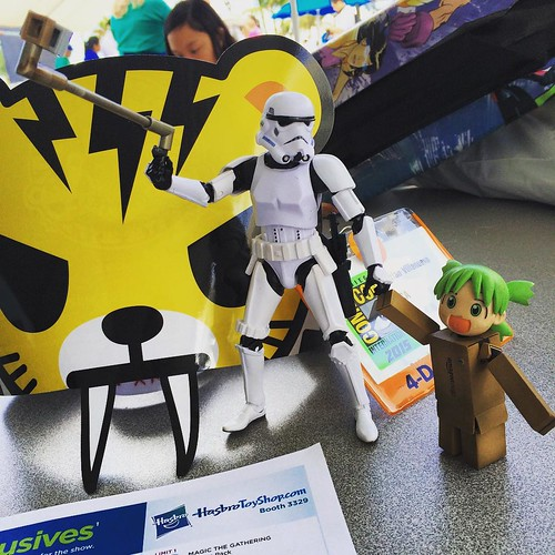 Please refrain from using any selfie sticks during the convention @happymommyadi #sdcc #comiccon #sandiego #hasbro #yotsuba #noselfies