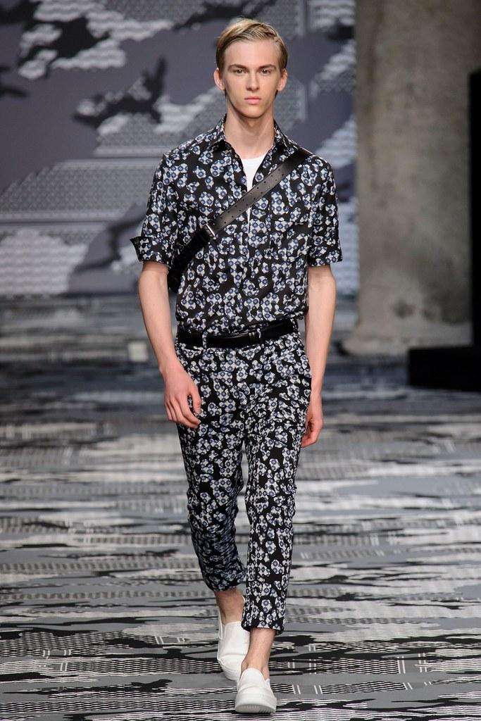Dominik Sadoch3323_SS16 Milan Neil Barrett(fashionising.com)