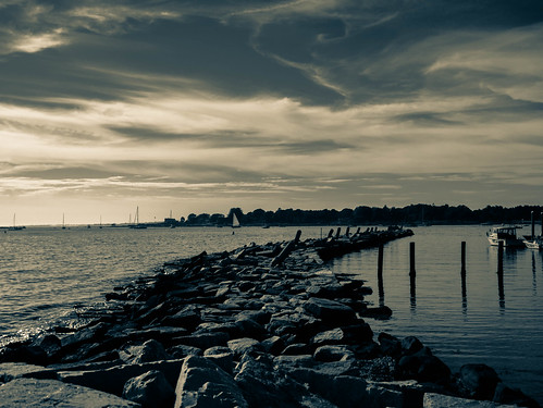 ocean blue light mer seascape monochrome clouds landscape lumix coast seaside sailing quiet newengland calm atlantic panasonic bleu shore lumiere cote nuages bateau voile atlanticocean contrasts voilier stonington breakwater plaisance digue atlantique jetee paisible oceanatlantique splittones gx7
