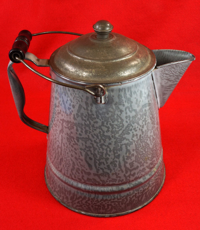 RD14935 Antique Large Gray Graniteware Coffee Pot with Lid & Black Wood Handle DSC07524