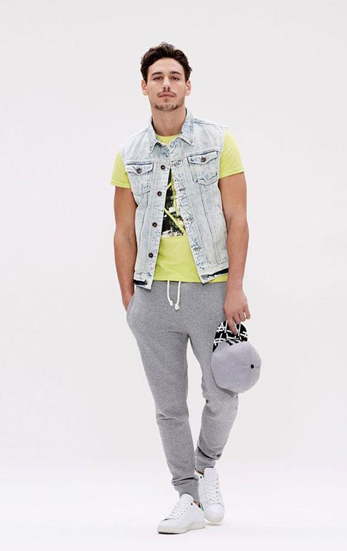 ノースリーブGジャン on Tシャツ×スウェットパンツ