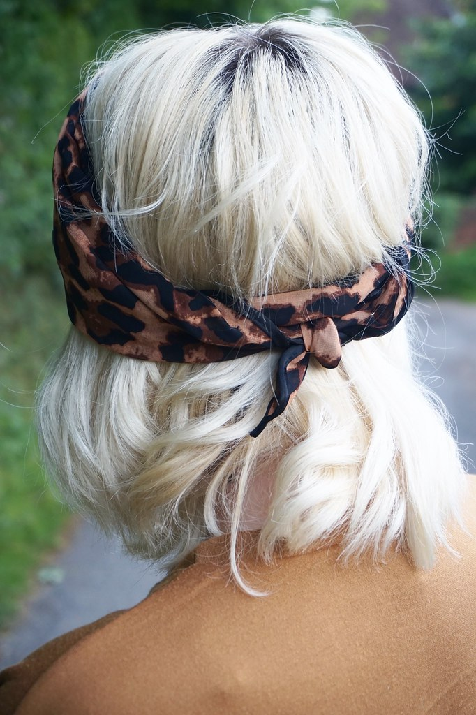 curly blonde bob katelouiseblog headscarf