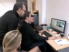 Nuestro compañero Óliver Rivero nos enseña a editar pequeñas píldororas de vídeo.