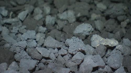 廢棄物定義不明,不管是爐碴、轉爐石,或者有機污泥、無機污泥,未妥善處理就到處流竄。圖片來源:我們的島