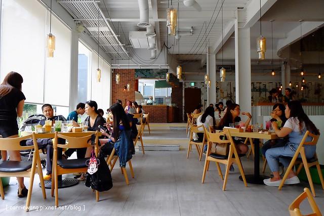 18891809889 b8145d8c1b z - 【西屯親子餐廳】叉子餐廳。台中目前最夯的親子餐廳,室外還有一個小沙坑