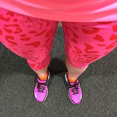 It's all about the brights for tonight's workout #intersportUK #PoundTheRoad HIIT class with @asicseurope