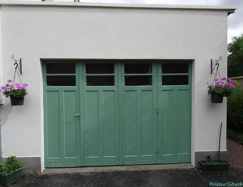 Peinture sur porte de garage : De beige à vert romarin