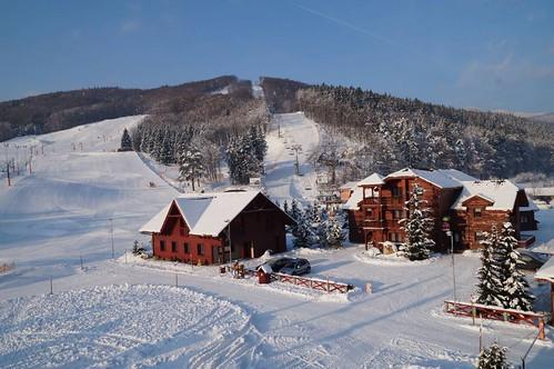Lyžujte v lyžařském areálu SNOWLAND VALČIANSKÁ DOLINA s 30 % slevou