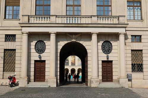 Haupteingang zum Stadtschloss und Zufahrt zum Innenhof des Schlosses