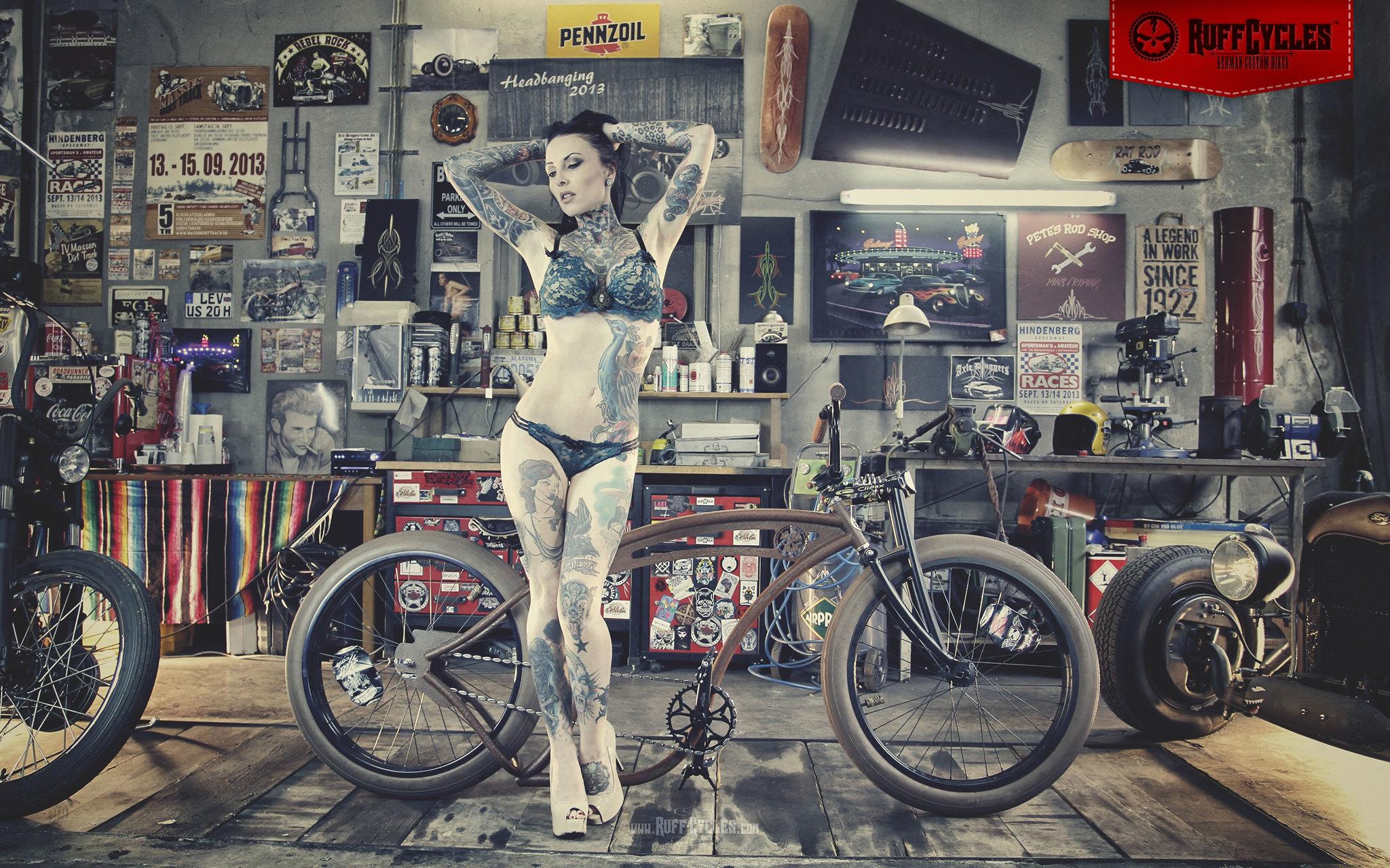 pin up girls moto. Black Bedroom Furniture Sets. Home Design Ideas