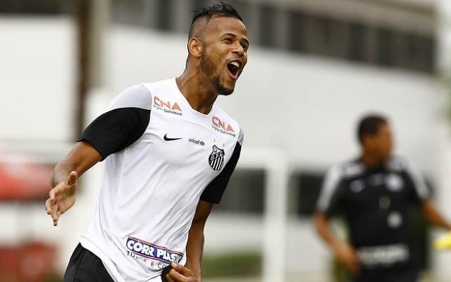 Santos anuncia renova��o contratual de Geuv�nio