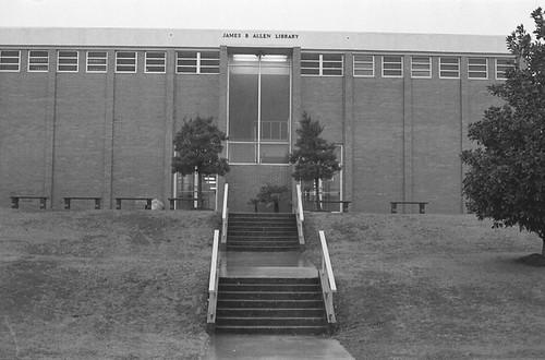 Jefferson State Jr. College / P1983-0124a054-17