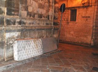 Rutigliano- materassi abbandonati in strada