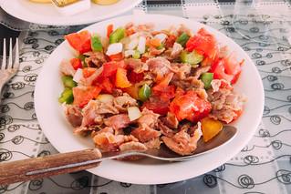 salada de estupeta de atum