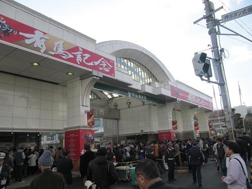中山競馬場の正門