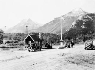 Registration office, Waterton Lakes National Park, Alberta / Bureau d'inscription au parc national des Lacs-Waterton, en Alberta
