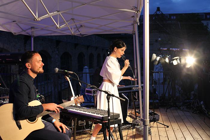 Sängerin Balbina nach der Holy Ghost Show zur MBFWB