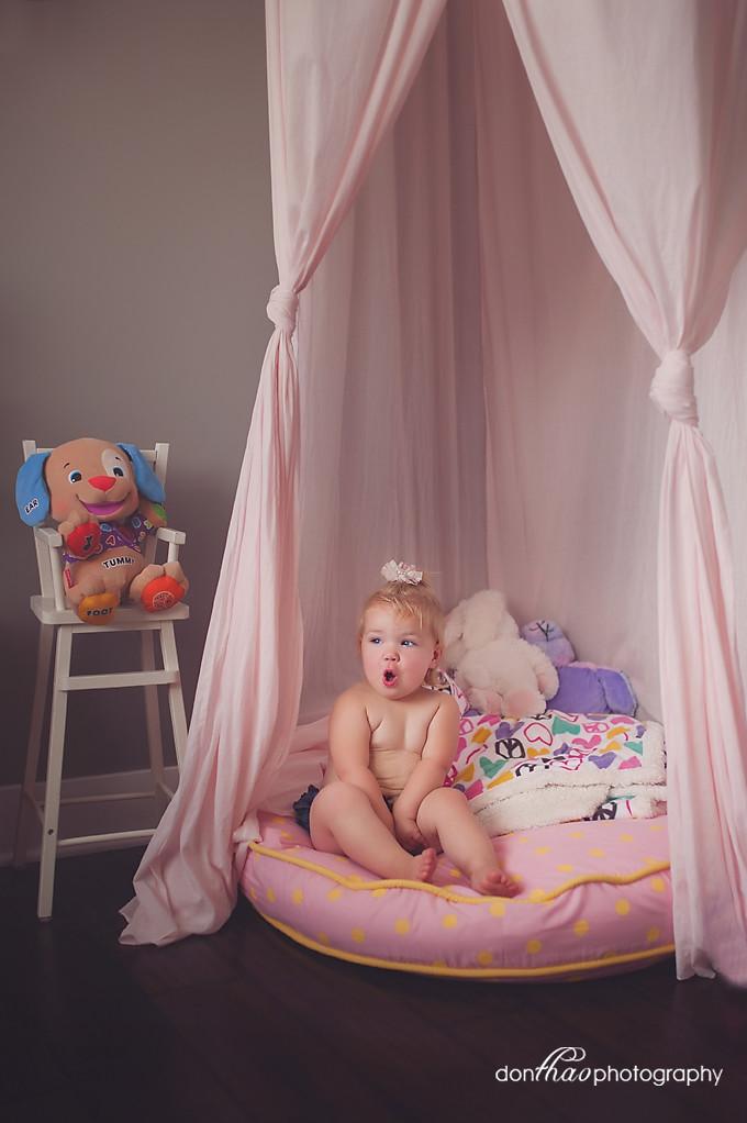 Hudsonville Michigan Family Newborn Photographer - Baby Girl in the Kitcen