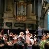 Lot speelt in de grote kerk in Alkmaar met het Regionaal Jeugdorkest Artiance