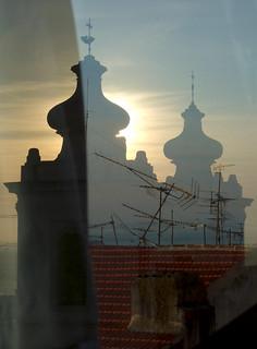 Lissabon - Alfama (Window Reflection)