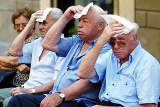Noicattaro. Caldo anziani front