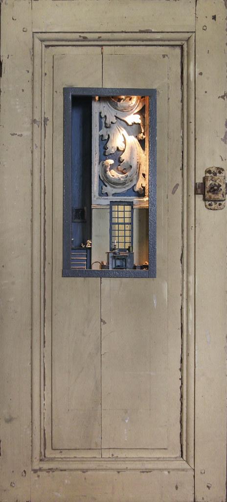 B109- Peter Gabriëlse- box sculpture