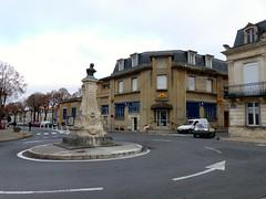 Saint-Jean-d'Angély, Charente-Maritime:  buste en bronze de Joseph Lair, sur la face avant un médaillon en marbre représentant sa femme et au pied, une femme et un enfant en pierre,  Émile Peyronnet, 1912. - Photo of Landes