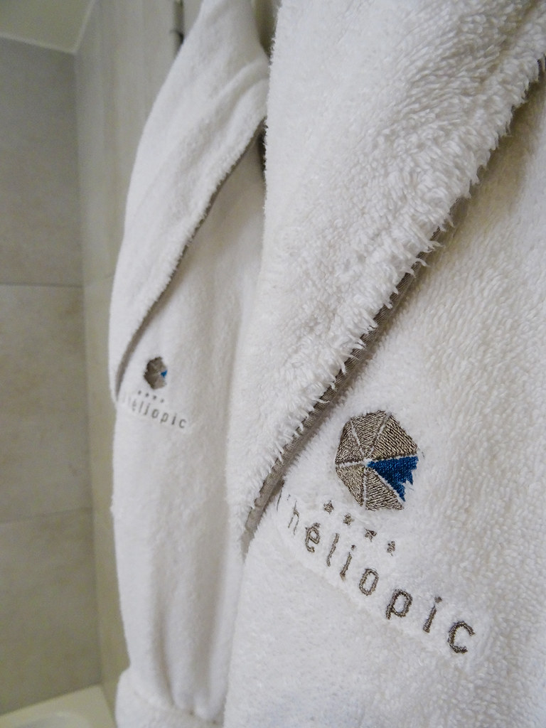 Heliopic bathrobe