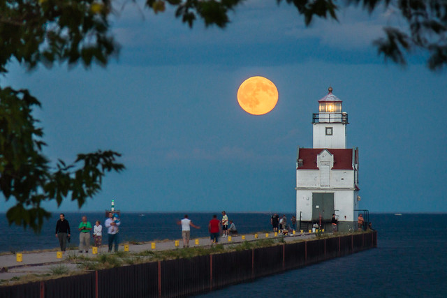 Full Moon, Moon, Lighthouse, Kewaunee, Lake Michigan, Evening
